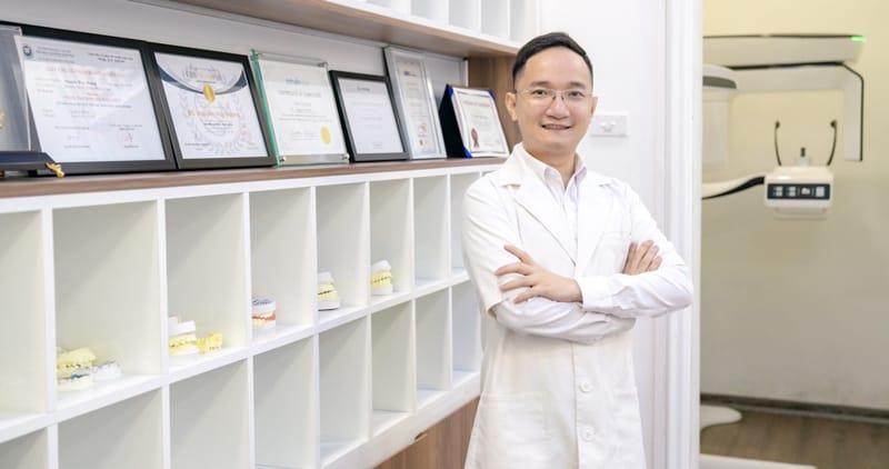 Bác sĩ Nguyễn Huy Hoàng chuyên điều trị các bệnh về răng trẻ em