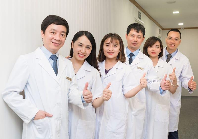 Ngoài thăm khám bệnh, bác sĩ Chánh còn tham gia nhiều đề tài nghiên cứu khoa học và viết sách
