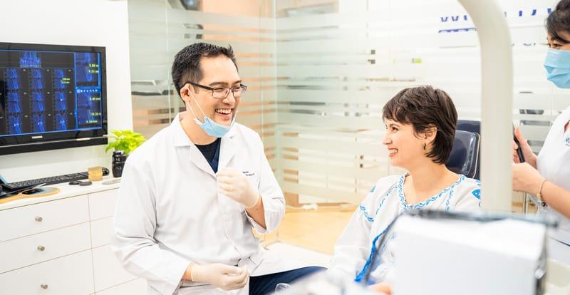 Albert Việt Lê là một trong những bác sĩ nha khoa giỏi TPHCM được nhiều khách hàng tin tưởng